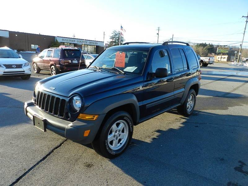 2006 JEEP LIBERTY SPORT blue the front windshield is in excellent condition  the paint is in gre