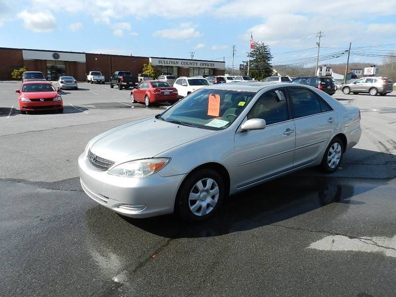 2002 TOYOTA CAMRY LE silver the front windshield has some minor cracks  the paint has some sligh