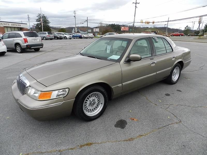 2001 MERCURY GRAND MARQUIS LS champagne the front windshield is in excellent condition  the pain