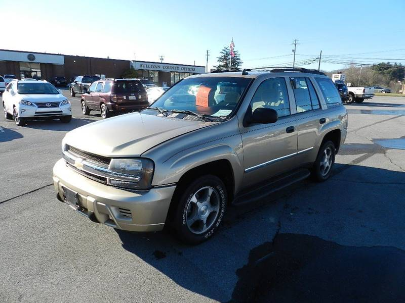 2007 CHEVROLET TRAILBLAZER LS gold the front windshield is in excellent condition  the paint is