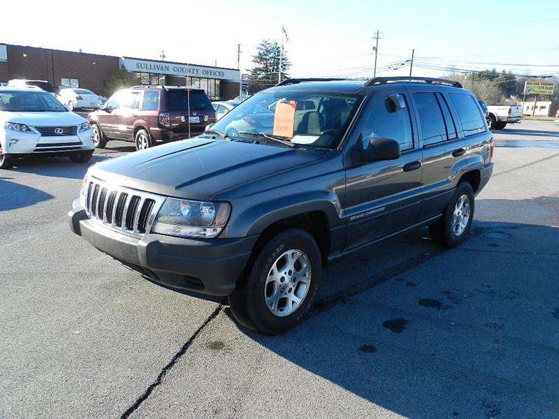 2003 JEEP GRAND CHEROKEE LAREDO gray the front windshield is in excellent condition  the paint i