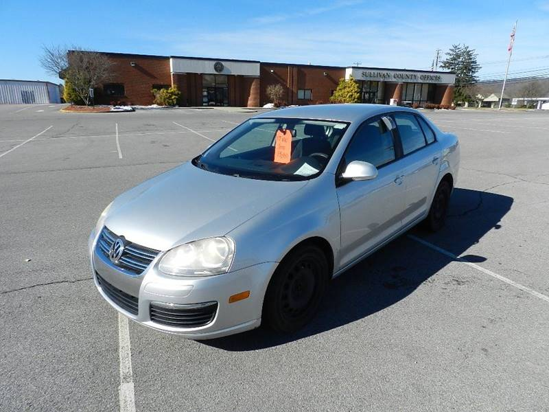 2007 VOLKSWAGEN JETTA 25 silver the front windshield is in excellent condition  the paint has s