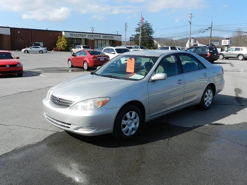 2004 TOYOTA CAMRY LE gray the front windshield has some minor cracks  the paint has some slight