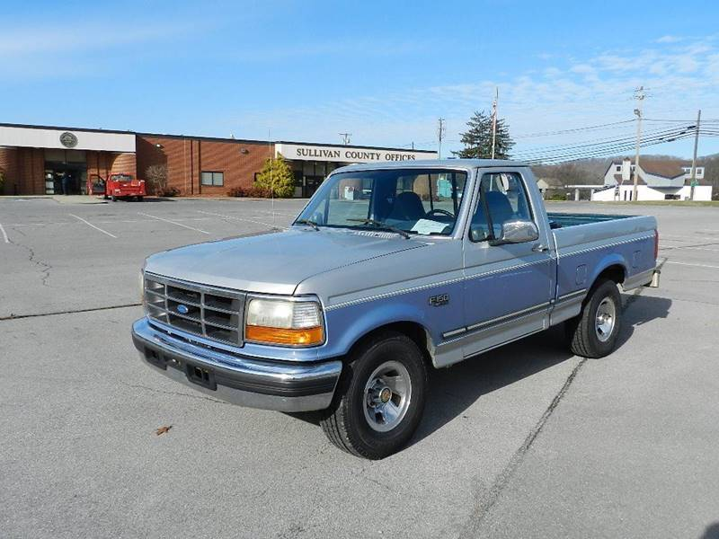 1996 FORD F-150 XLT blue the front windshield has some minor cracks  the paint has some slight s