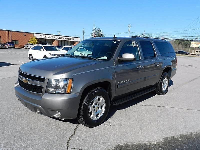 2007 CHEVROLET SUBURBAN LT 1500 pewter the front windshield is in excellent condition  the paint