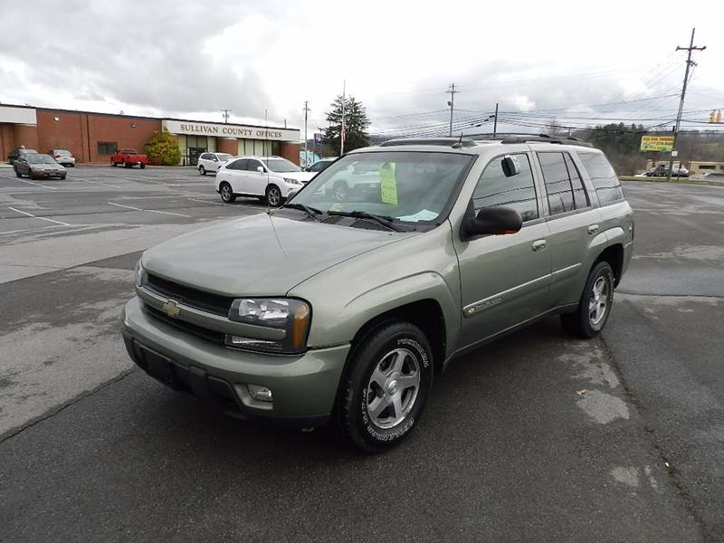 2004 CHEVROLET TRAILBLAZER LS green the front windshield is in excellent condition  the paint is
