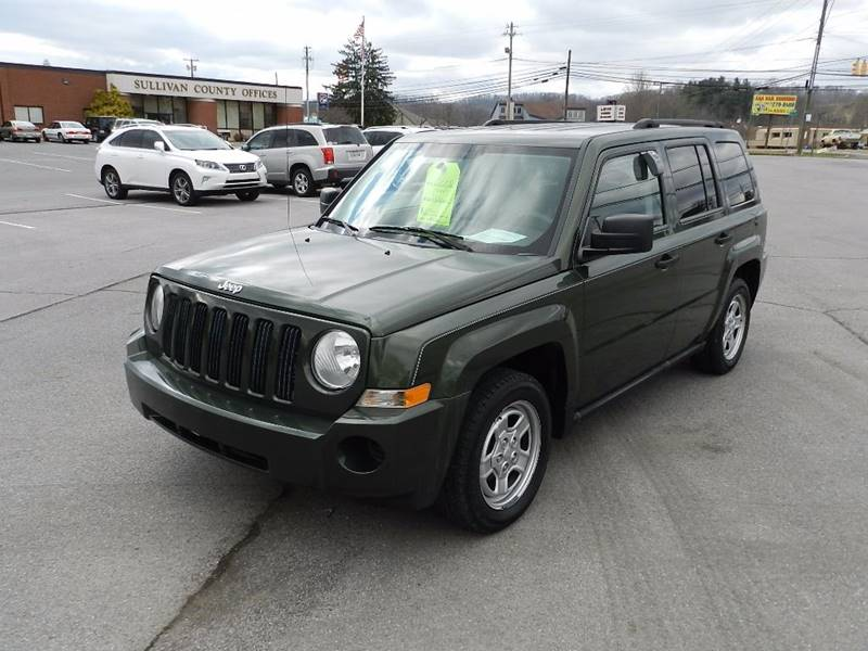 2008 JEEP PATRIOT SPORT green the paint is in great shape and condition  no dings are visible on