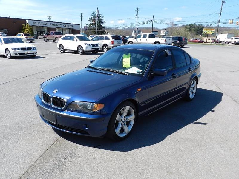 2004 BMW 3 SERIES 325I blue the front windshield is in excellent condition  the paint is in grea