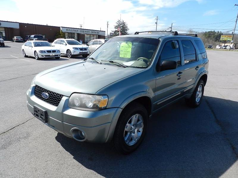 2006 FORD ESCAPE LIMITED teal the front windshield is in excellent condition  the paint has some