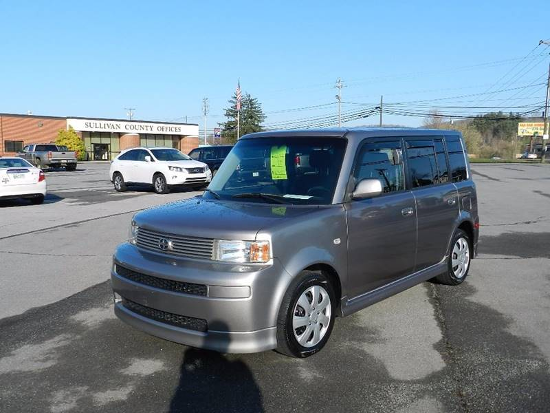 2005 SCION XB BASE charcoal the front windshield is in excellent condition  the paint is in grea