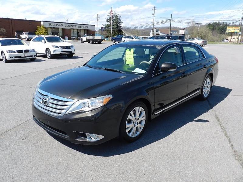 2011 TOYOTA AVALON BASE 4DR SEDAN brown the front windshield is in excellent condition  the pain