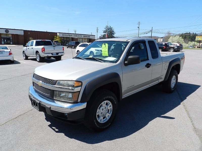 2005 CHEVROLET COLORADO Z71 silver the front windshield is in excellent condition  the paint is