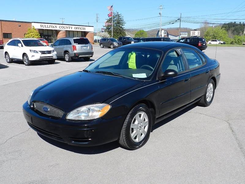 2007 FORD TAURUS SE black the front windshield is in excellent condition  the paint is in great