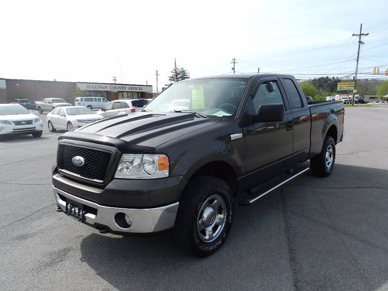 2006 FORD F-150 XLT 4DR SUPERCAB 4WD STYLESIDE 6 charcoal the front windshield is in excellent co