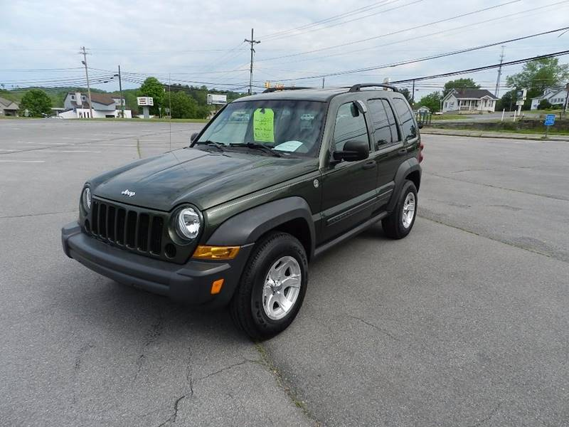 2007 JEEP LIBERTY SPORT 4DR SUV 4WD green the front windshield is in excellent condition  the pa