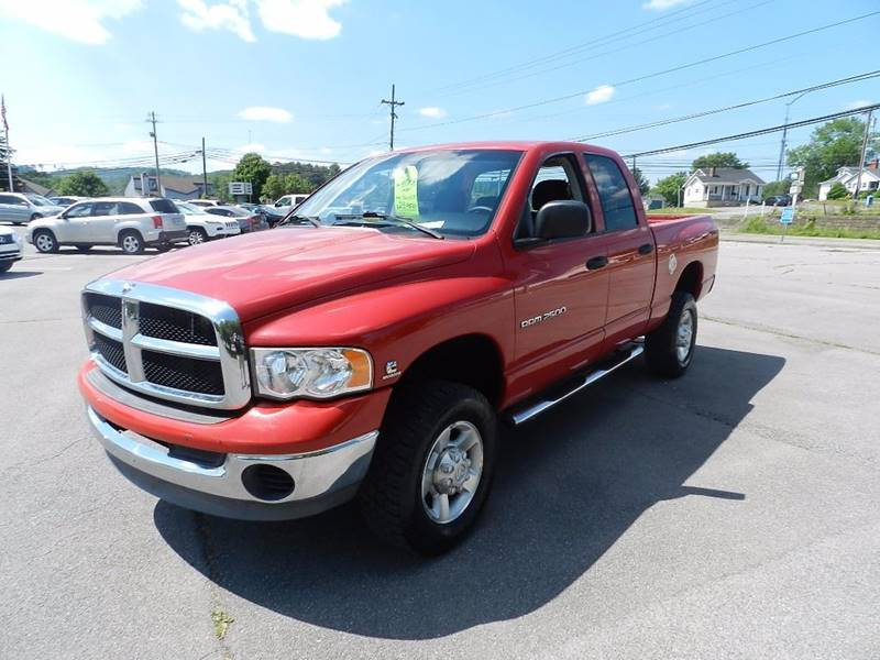 2005 DODGE RAM PICKUP 2500 SLT 4DR QUAD CAB 4WD SB red the front windshield is in excellent condi