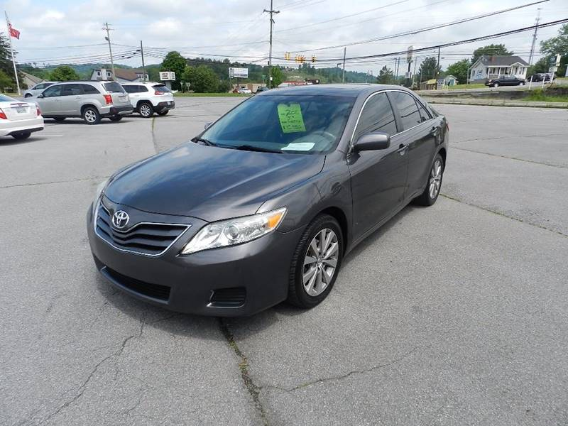 2011 TOYOTA CAMRY LE 4DR SEDAN 6A gray the front windshield is in excellent condition    the pai