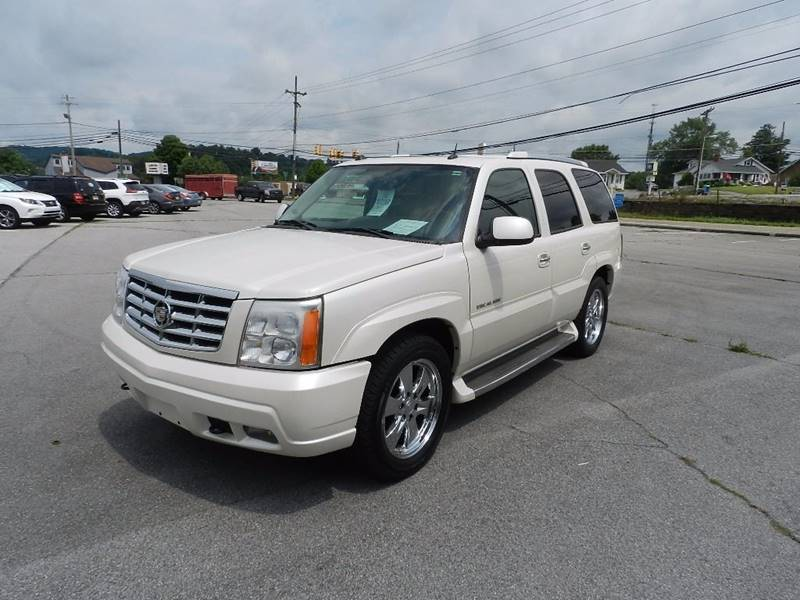 2005 CADILLAC ESCALADE BASE AWD 4DR SUV white the front windshield is in excellent condition