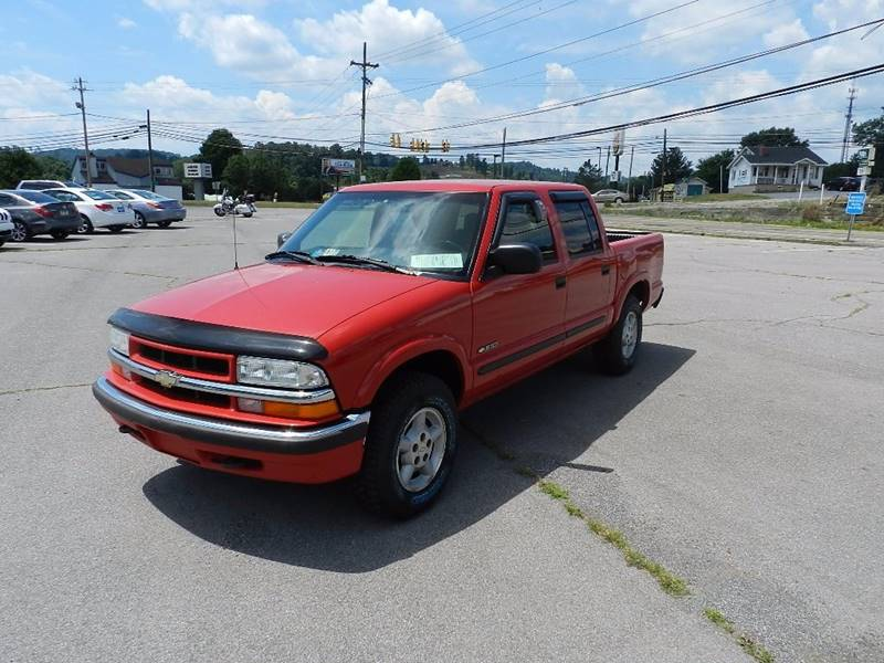 2002 CHEVROLET S-10 LS 4DR CREW CAB 4WD SB red the front windshield is in excellent condition