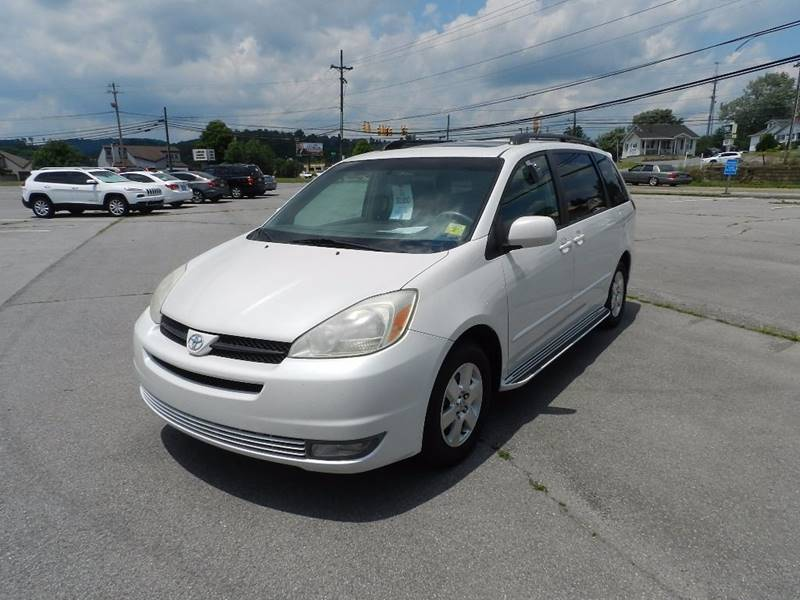 2004 TOYOTA SIENNA XLE LIMITED 7 PASSENGER 4DR MINI white the front windshield is in excellent co