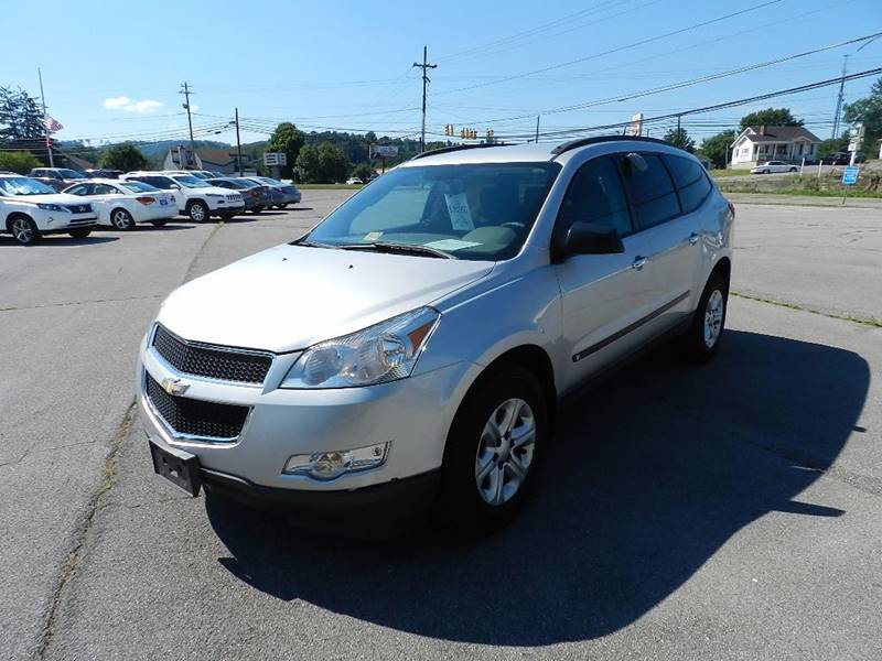 2010 CHEVROLET TRAVERSE LS AWD 4DR SUV silver the front windshield is in excellent condition  th