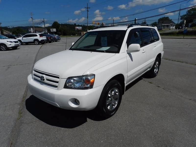 2005 TOYOTA HIGHLANDER BASE AWD 4DR SUV V6 W3RD ROW white the front windshield is in excellent c