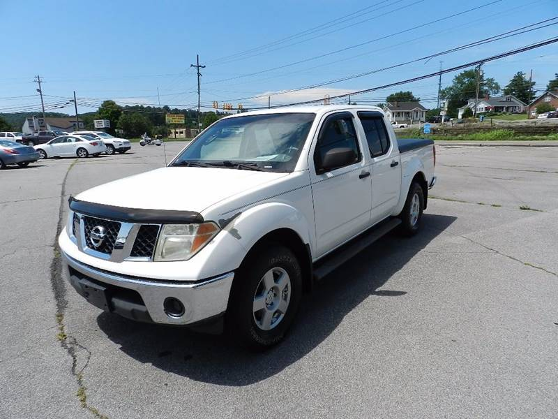 2005 NISSAN FRONTIER LE 4DR CREW CAB 4WD SB white the front windshield is in excellent condition
