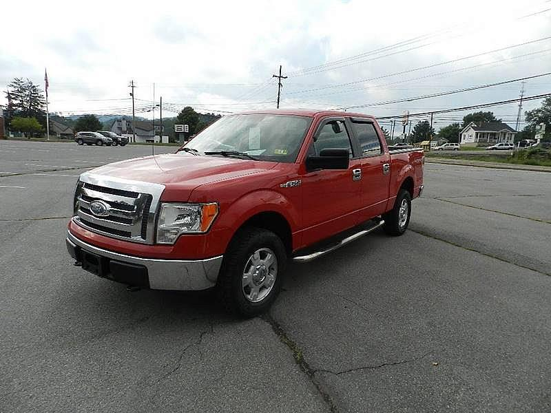 2009 FORD F-150 XLT 4X4 4DR SUPERCREW STYLESIDE red the front windshield is in excellent conditio