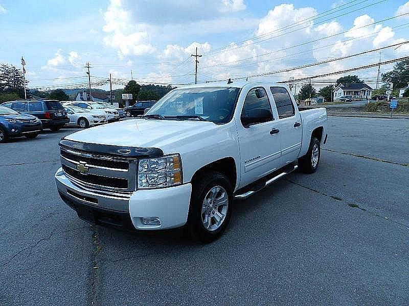 2011 CHEVROLET SILVERADO 1500 LT 4X2 4DR CREW CAB 58 FT SB white pickup bed light pickup bed t
