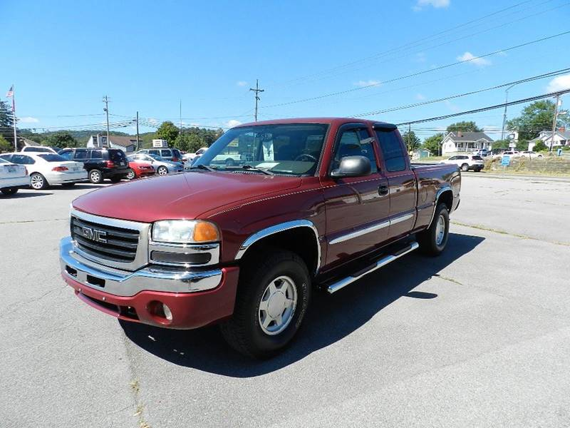 2004 GMC SIERRA 1500 SLE 4DR EXTENDED CAB 4WD SB burgundy the front windshield is in excellent co