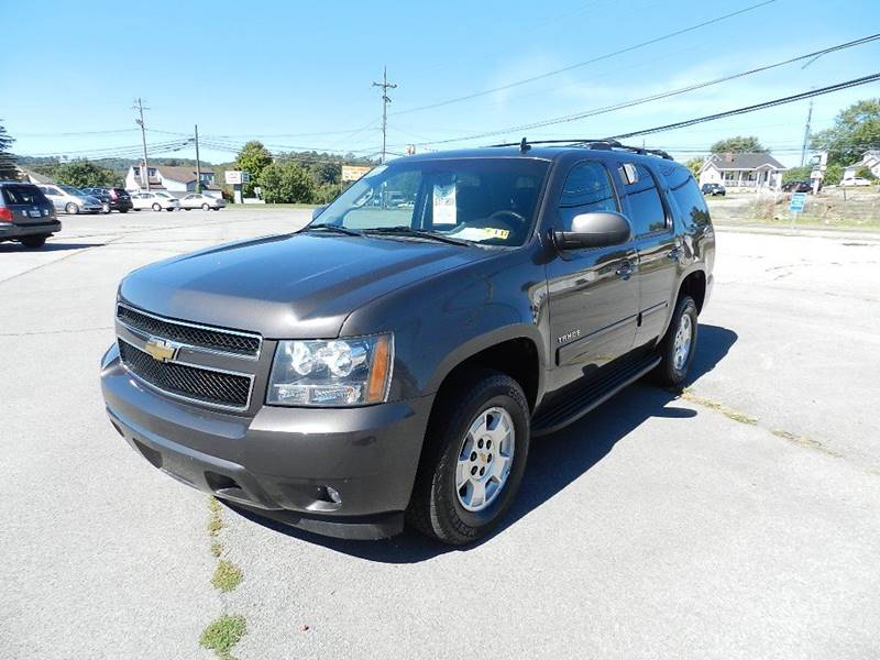 2010 CHEVROLET TAHOE LS 4X4 4DR SUV gray the front windshield is in excellent condition  the pai