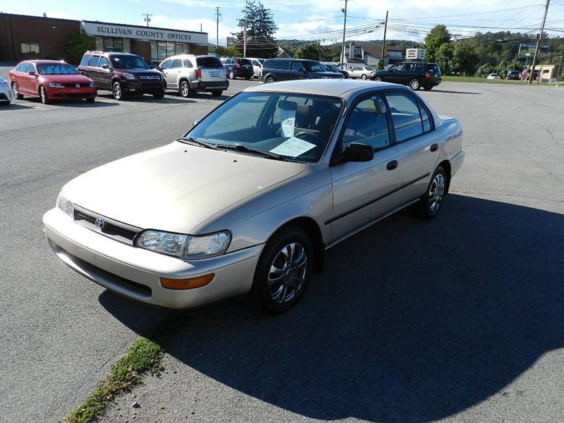 1994 TOYOTA COROLLA DX beige the front windshield has some minor cracks  the paint has some slig