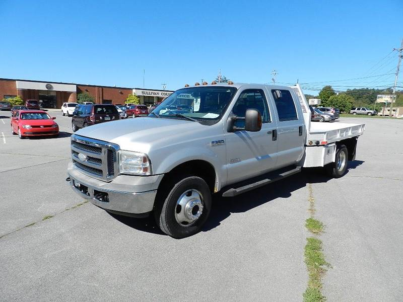 2006 FORD F-350 SUPERDUTY LARIET silver the front windshield is in excellent condition  the pain
