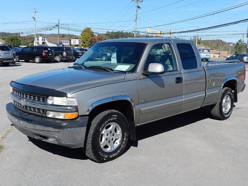 2000 CHEVROLET SILVERADO 1500 BASE beige the front windshield is in excellent condition  the pai