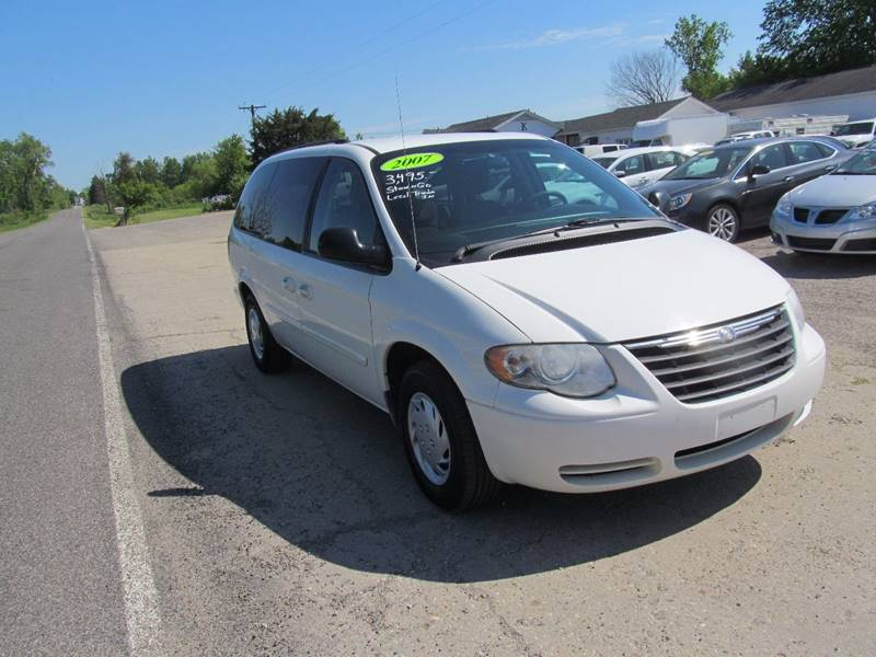 2007 Chrysler Town and Country LX 4dr Extended Mini-Van - Stanton MI