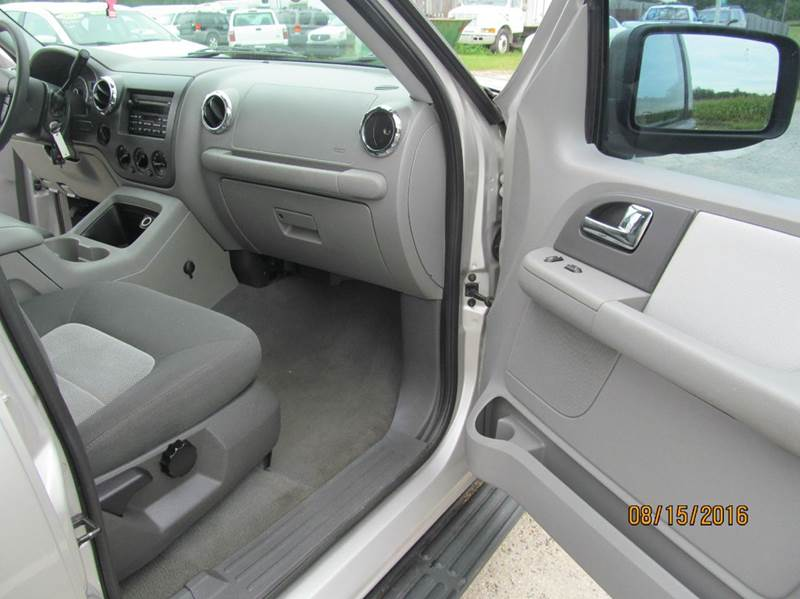 2005 Ford Expedition XLT 4WD 4dr SUV - Stanton MI