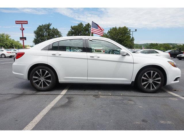 2014 Chrysler 200 Touring 4dr Sedan - Nashville TN
