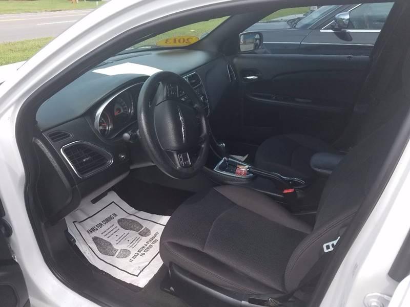 2013 Chrysler 200 LX 4dr Sedan - Mt Juliet TN
