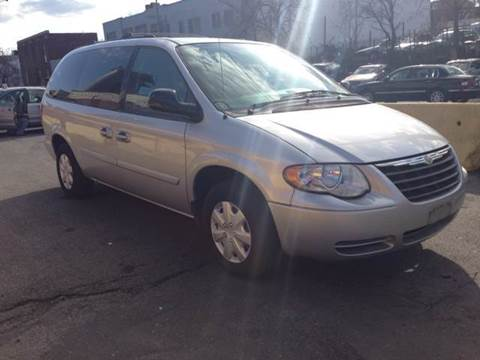 2005 Chrysler Town and Country for sale at Elite Motors in Washington DC