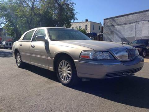 2003 Lincoln Town Car for sale at Elite Motors in Washington DC
