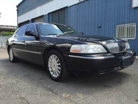 2004 Lincoln Town Car for sale at Elite Motors in Washington DC