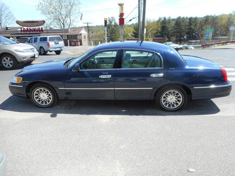 2002 Lincoln Town Car Signature 4dr Sedan In Waterbury Ct