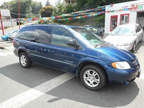 2001 Dodge Grand Caravan for sale at Ricciardi Auto Sales in Waterbury CT