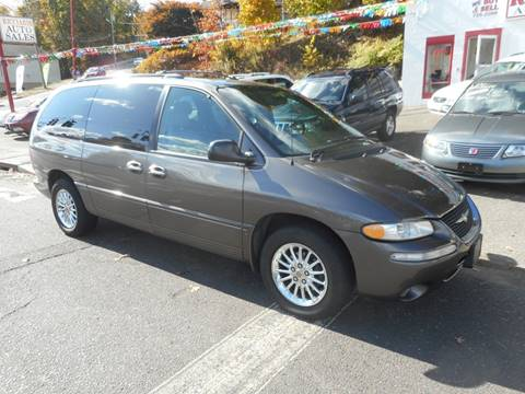 1999 Chrysler Town and Country for sale in Waterbury, CT