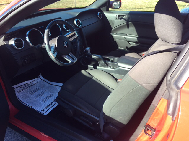 2006 Ford Mustang V6 Deluxe 2dr Coupe - Seaford DE