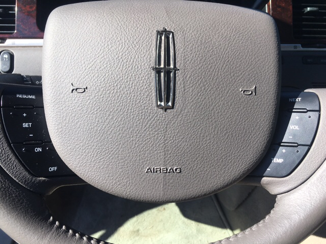 2011 Lincoln Town Car Signature Limited 4dr Sedan - Seaford DE