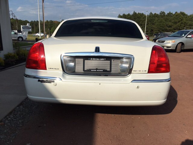 2003 Lincoln Town Car Signature 4dr Sedan - Seaford DE