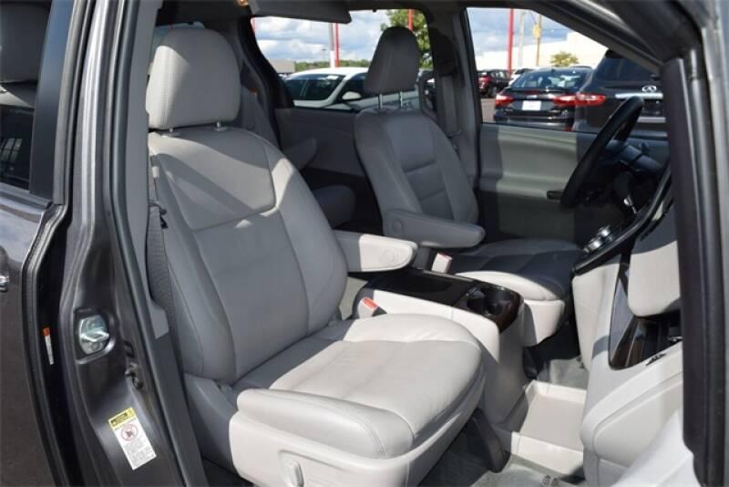 2017 Toyota Sienna XLE Premium 8-Passenger 4dr Mini-Van - Indianapolis IN