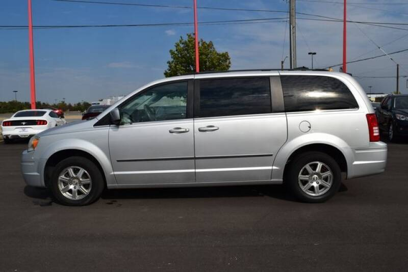 2009 Chrysler Town and Country Touring 4dr Mini-Van - Indianapolis IN