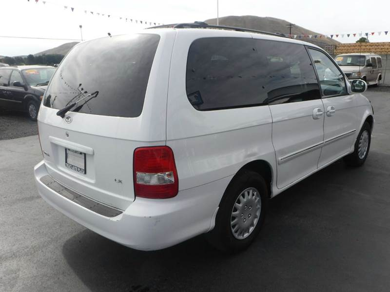 2003 Kia Sedona for sale at True's Auto Plaza in Union Gap WA